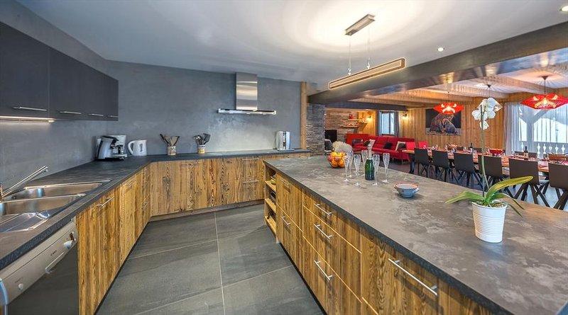 Luxueux Chalet 16 pers - proche centre, sauna et spa privatif, grands espaces – semesterbostad i Chatel