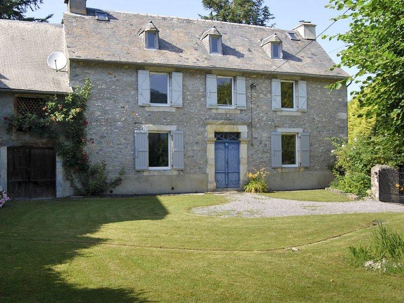 Belle maison pyrénéenne en pierre, location de vacances à La Barthe-de-Neste