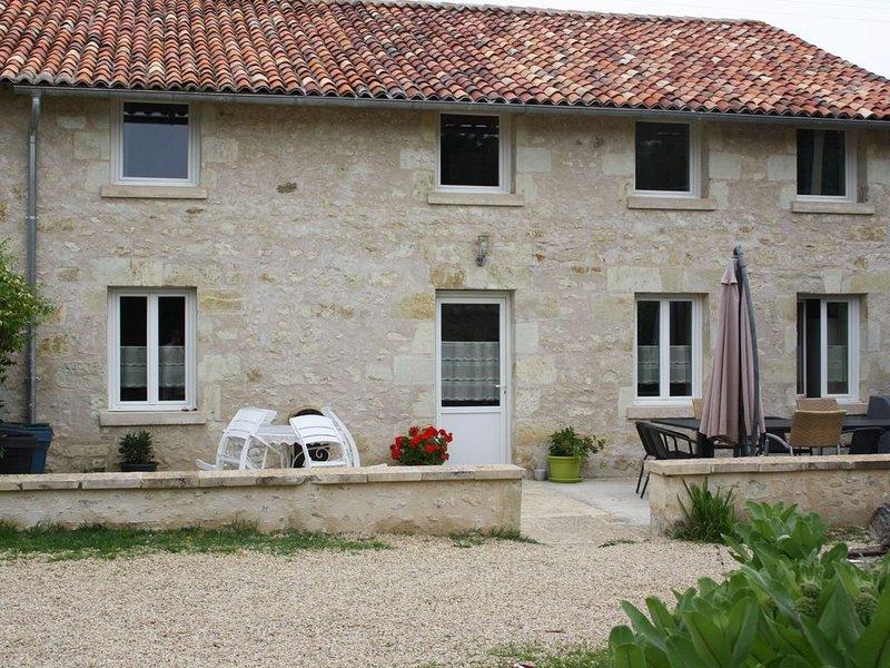 Très beau gîte 10 personnes à 8 mn du Futuroscope, holiday rental in Neuville de Poitou