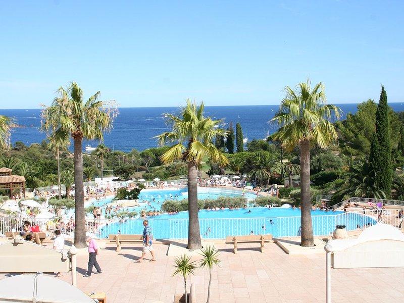 Cap Estérel 2 pièces 4/5 pers. vue mer panoramique, holiday rental in Le Dramont