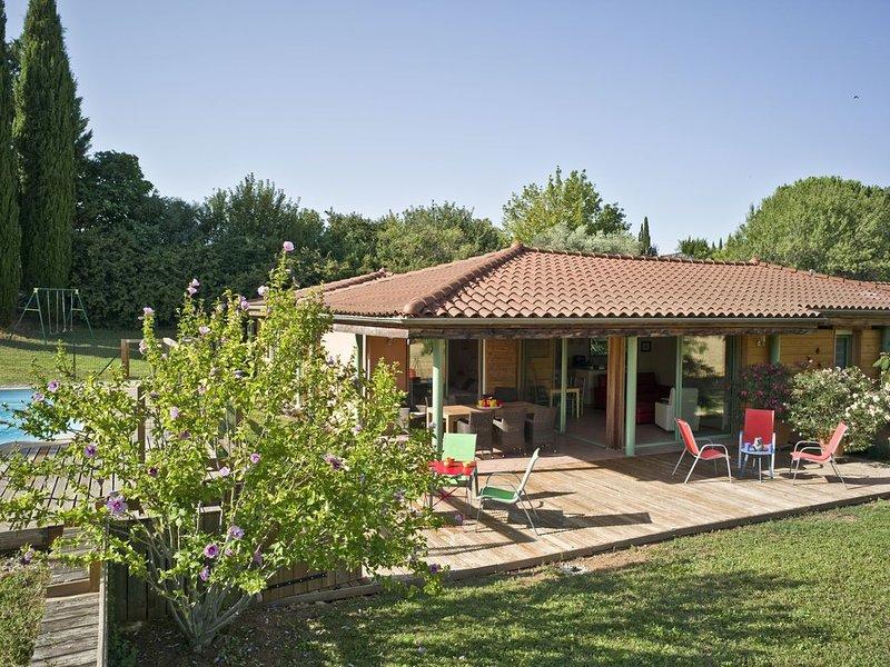A AIX EN PROVENCE superbe maison d'Architecte avec piscine et vue panoramique, holiday rental in Les Milles