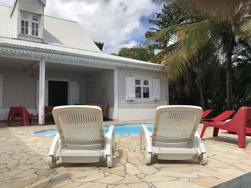 Grande et belle villa - piscine - à 2 pas de la plage, holiday rental in Sainte-Luce