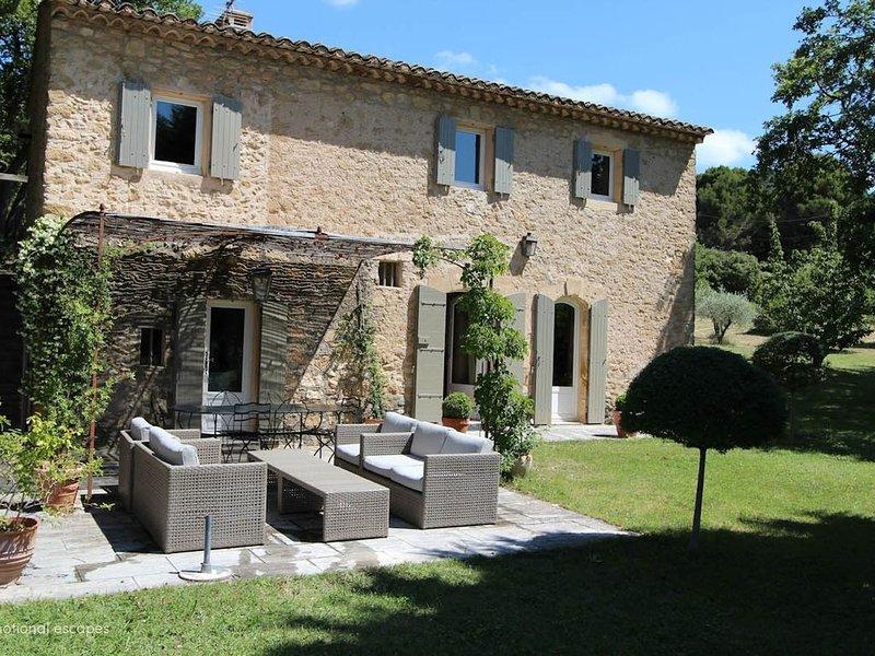 Maison de Charme au coeur du Luberon, holiday rental in Lourmarin