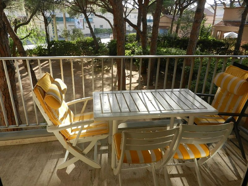 Appartement tout confort situation idéale à 200m plage, commerces et activités, location de vacances à Fréjus