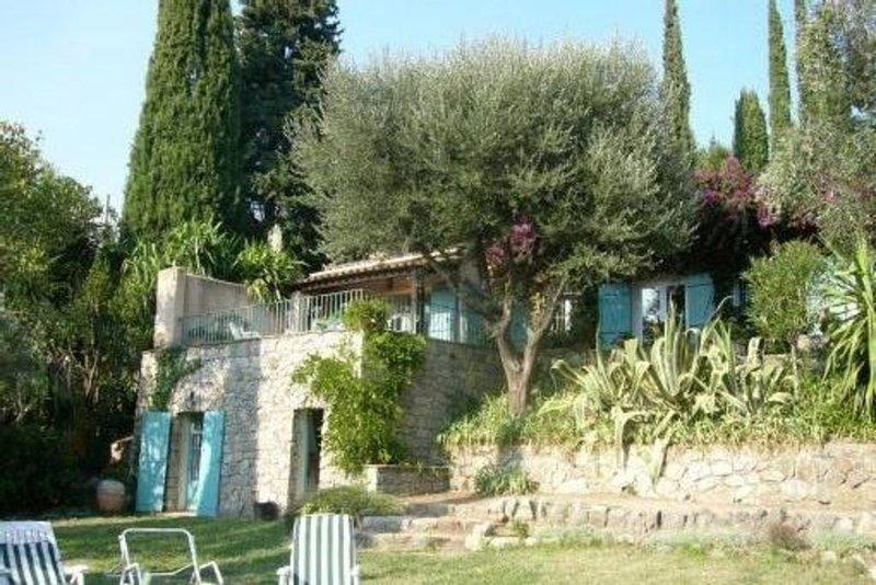 Villa provencale,  jardin paysagé, piscine privée, très belle vue, holiday rental in Auribeau-sur-Siagne