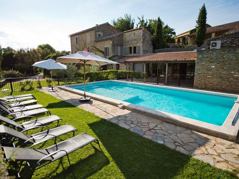 Très beau mas à deux pas d'Uzès, avec parc et piscine : des airs de Toscane, holiday rental in Saint-Laurent-La-Vernede