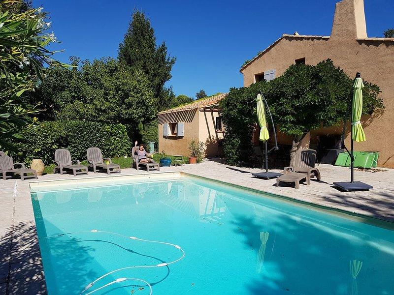 La Provence entre Aix et Luberon, holiday rental in Puyricard