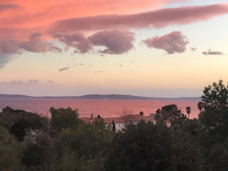 Une villa de charme à 5 mn à pied de la plage du Canadel, casa vacanza a Rayol-Canadel-sur-Mer