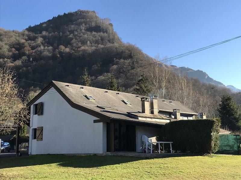 Chalet confortable, près Laruns, Vallée d'Ossau, avec 6 couchages., aluguéis de temporada em Beost