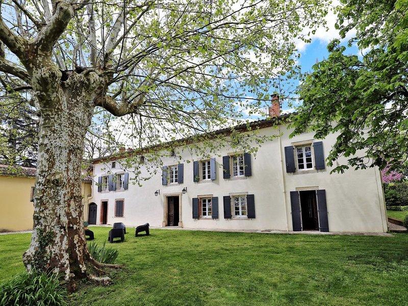 Maison de charme pour 15 personnes à Aussac,proximitée d'Albi, aluguéis de temporada em Tarn