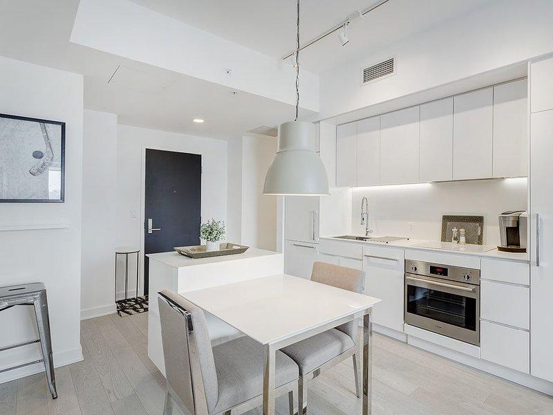 CONDO MODERNE-CENTRE-VILLE MONTRÉAL, vacation rental in Montreal