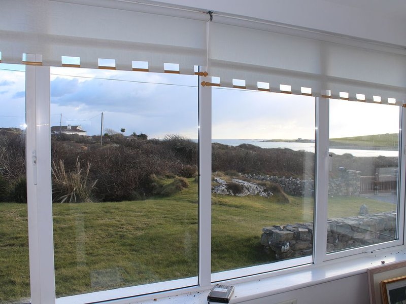 Ballyconneely : Belle propriété lumineuse entre mer et lac, holiday rental in Ballyconneely