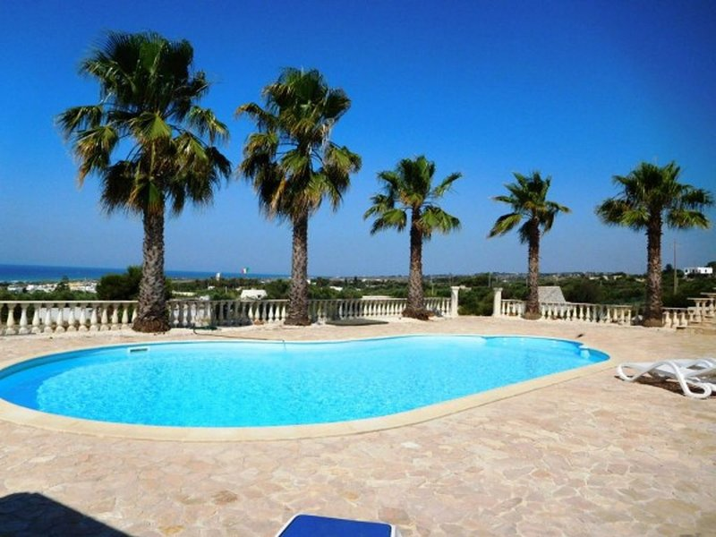 Villa Dryoldo. Stunning villa private pool and amazing sea views. FREE WIFI, holiday rental in Pescoluse