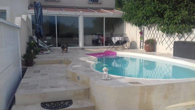 Jolie petite maison proche d' Avignon POUR 2 PERSONNES, location de vacances à Vedène