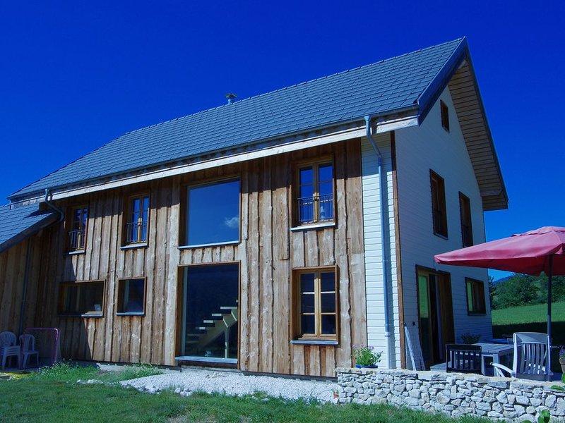 Grande et lumineuse maison de famille à la montagne, holiday rental in Le Gua