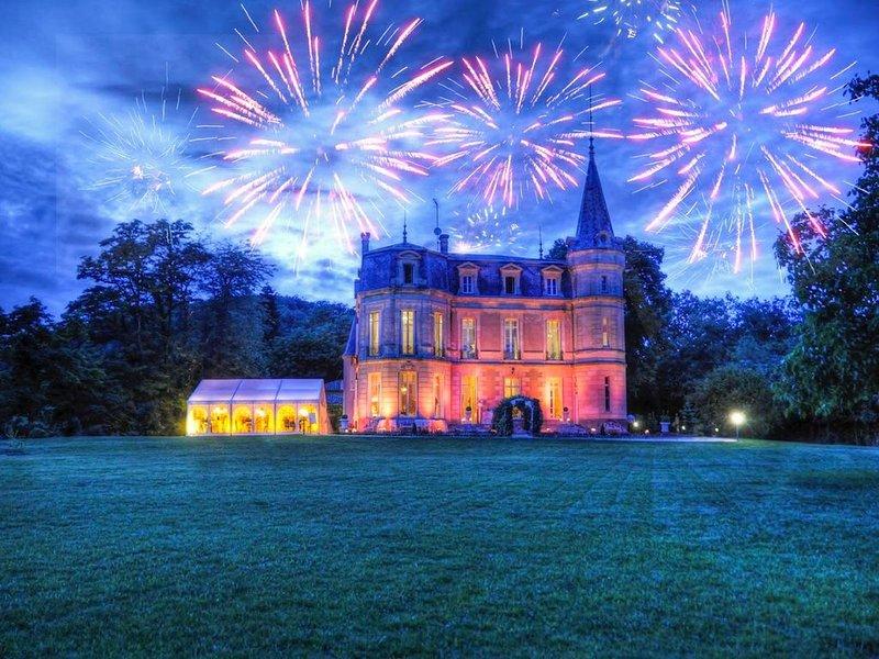 Château LENA avec piscine spectaculaire & vues panoramiques!, holiday rental in Castelmoron-sur-Lot