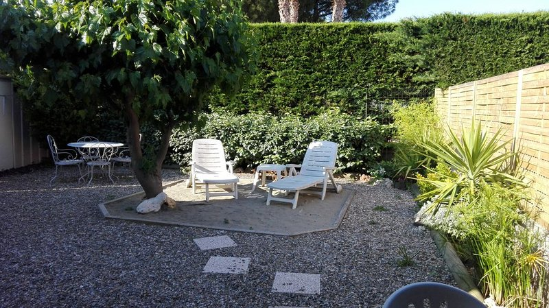 Gd Studio, jardin, 700m de la plage, holiday rental in Agde