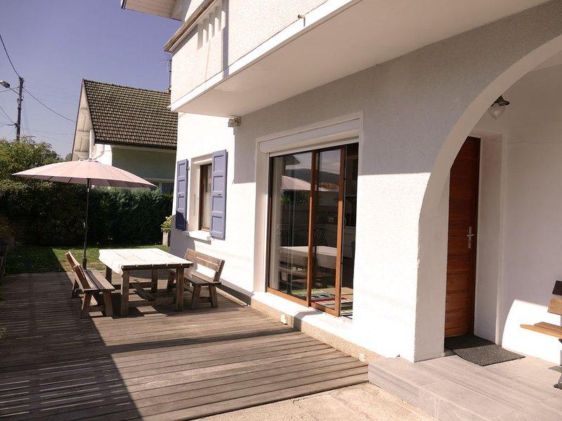 Appart. dans villa à Annecy le Vieux en rez-de-jardin pour 4/5 P.+ boîte à clé, holiday rental in Annecy-le-Vieux