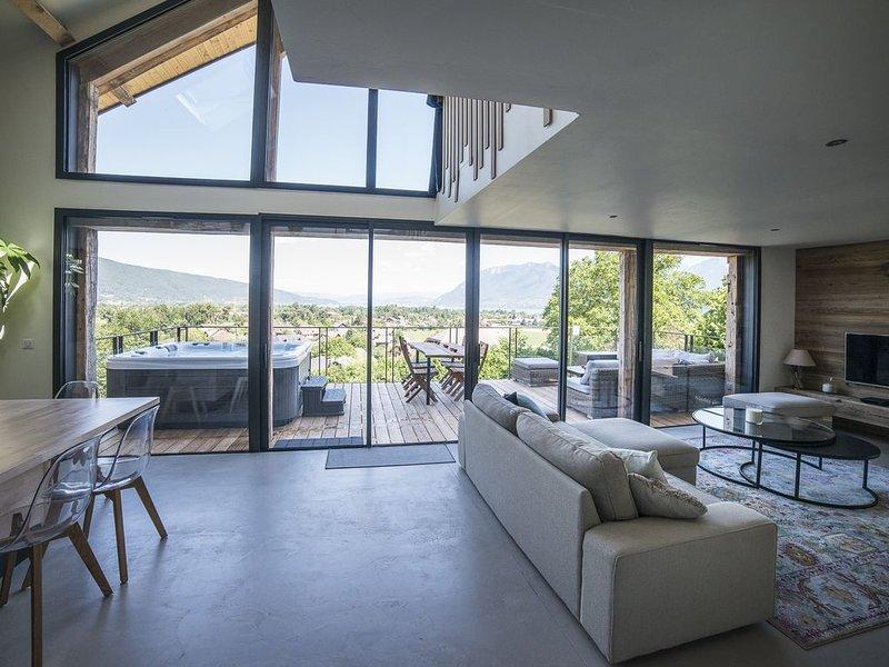 Luxueux chalet avec vue à 180° sur le lac d'Annecy, holiday rental in Saint-Jorioz