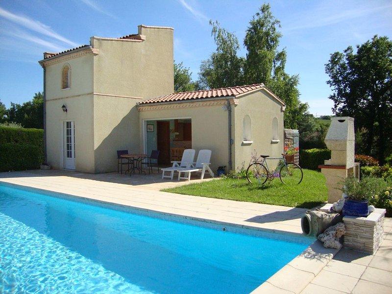 Gîte  Pigeonnier La Brugue avec piscine à 5 minutes d'ALBI, vacation rental in Teillet