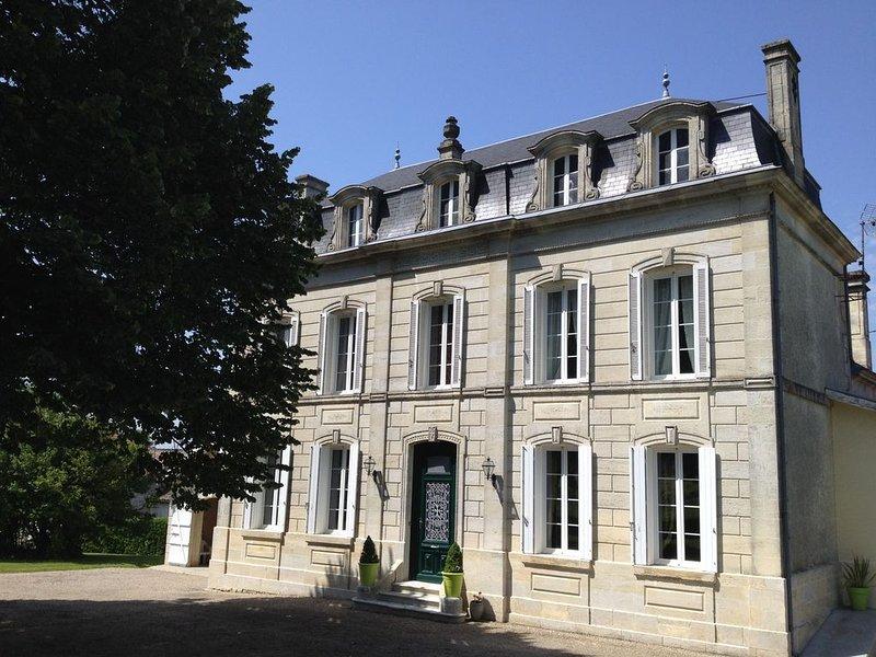 Très belle maison datant du 19e Gîte Le tilleul, holiday rental in Semoussac