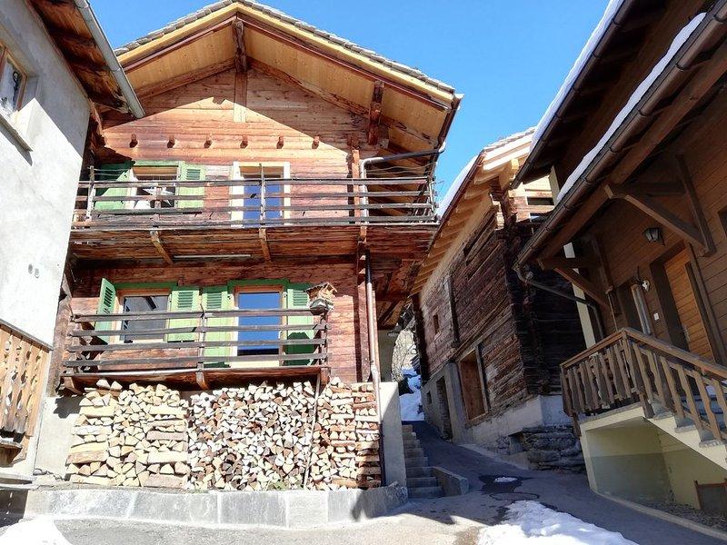 Chalet dans village authentique du Val de Bagnes (Sarreyer), proche Verbier, holiday rental in Bagnes