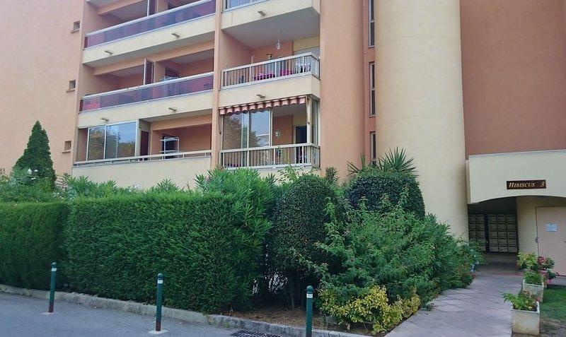 Studio tout confort 2 personnes dans résidence de standing, vacation rental in Golfe-Juan Vallauris