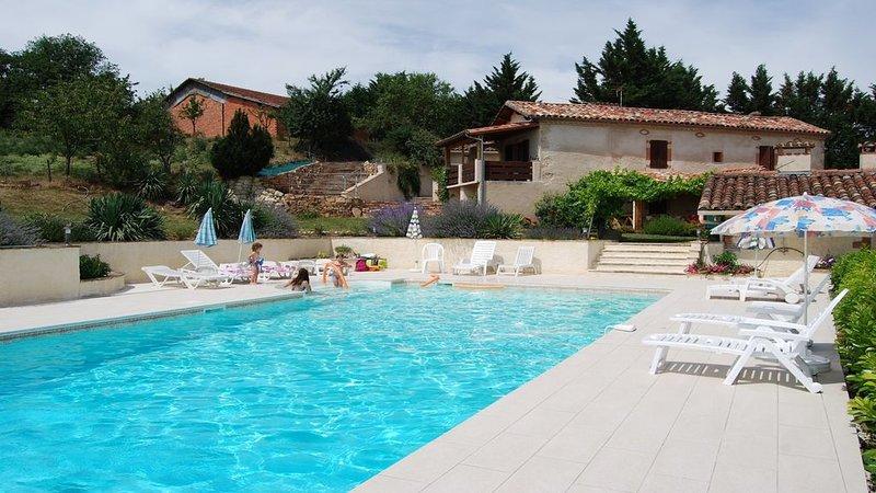 GITE AVEC PISCINE en pleine nature, holiday rental in Lautrec