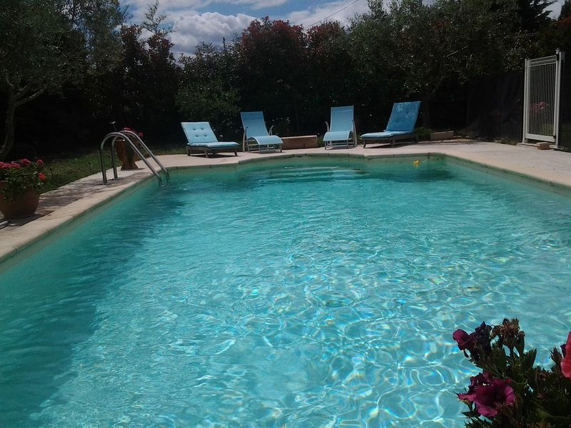 charmante villa traditionnelle tres spacieuse confortable agreable, holiday rental in Maillane