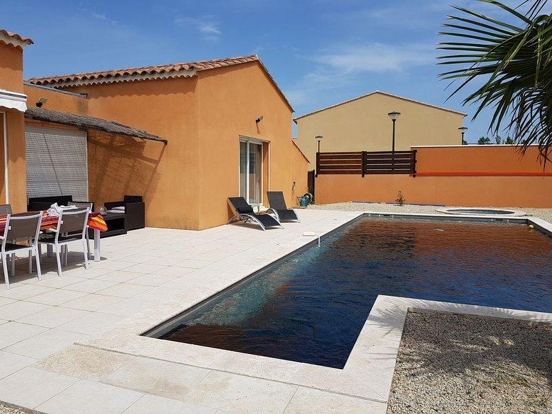 VILLA D'ARCHITECTE AVEC PISCINE - SPA ENTRE AVIGNON MARSEILLE AIX ET ARLES, location de vacances à Eyguières
