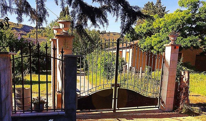 Gite CATHARE en OCCITANIE, vacation rental in Serres