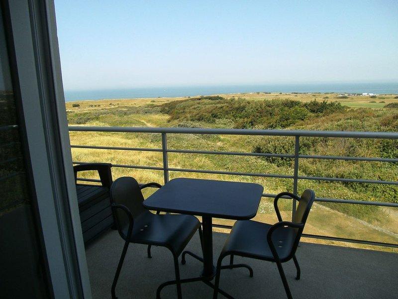 Duplex avec vue exceptionnelle sur la mer et les dunes de la Slack, vacation rental in Pas-de-Calais