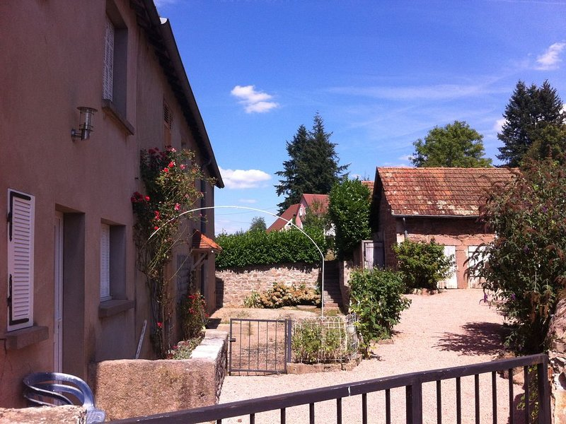 2 Bed French house in beautiful Burgundy, holiday rental in Saint-Julien de Civry