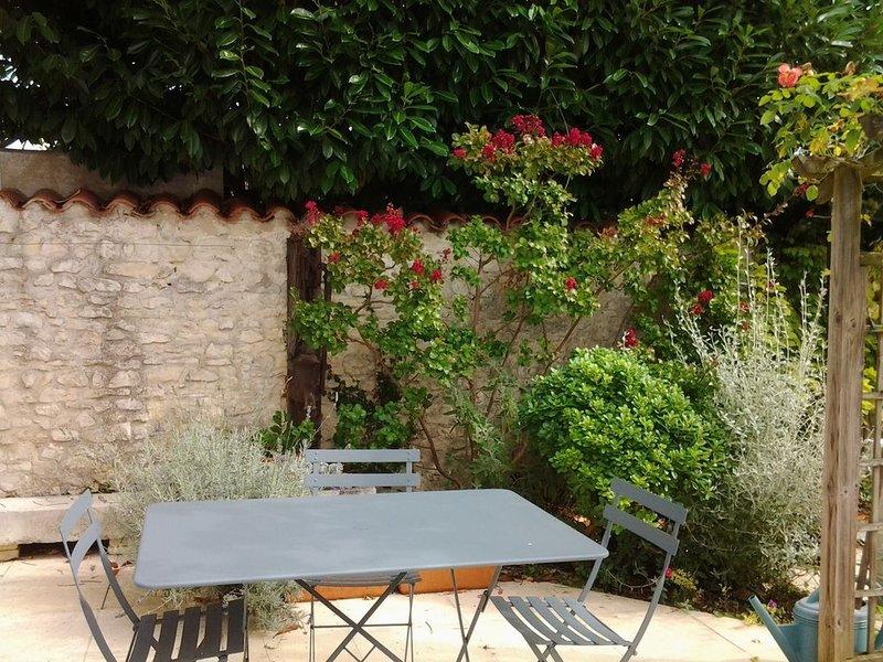 Maison dans quartier calme proche des parcs, du centre ville et du vieux port., vacation rental in La Rochelle