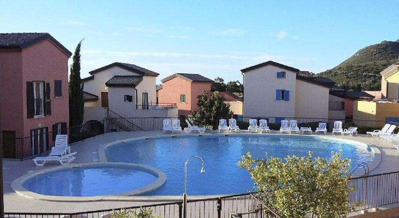 APPARTEMENT en RdC avec piscine 4/6 personnes à 500m de la plage de Lozari, casa vacanza a Belgodere