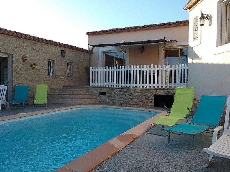 Villa  entièrement climatisée  140m² avec  piscine privée et  WIFI, holiday rental in Marcorignan