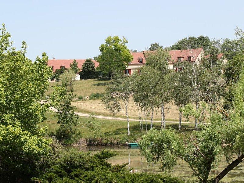 Gite independant sur domaine pouvant accueillir 8 personnes, location de vacances à Thiel-sur-Acolin