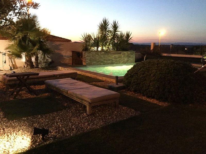 Magnifique maison contemporaine à 7 mm des plages avec piscine chauffée, location de vacances à Lespignan