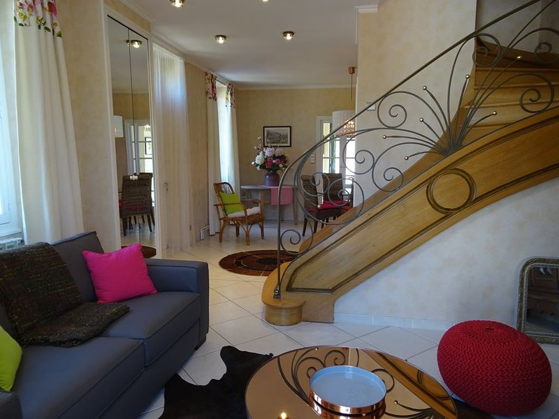 Gîte indépendant sur 2 niveaux, vacation rental in Livinhac-le-Haut