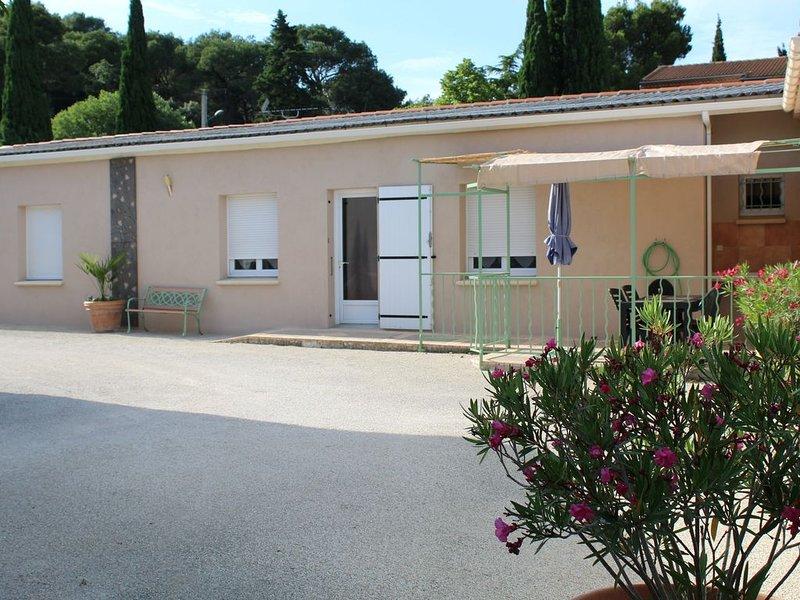 GITE PROCHE AVIGNON - PONT DU GARD, vacation rental in Aramon