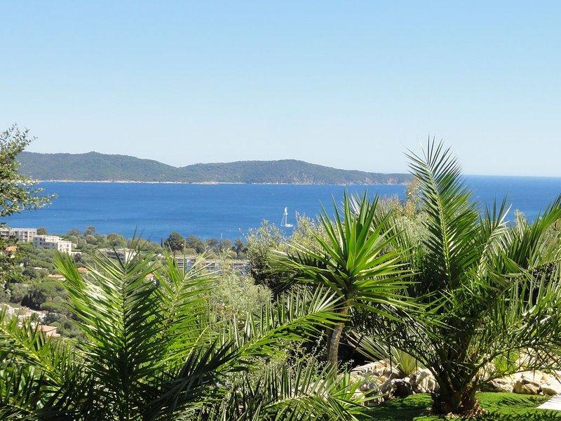 1,8km de la plage, Villa avec vue mer, Piscine privée chauffée à 28°C et jardin, holiday rental in Cavalaire-Sur-Mer