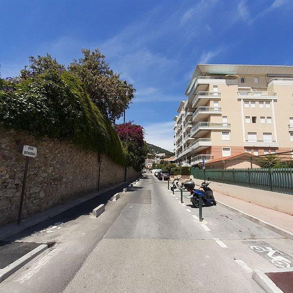 AGREABLE 3 PIECES AVEC TERRASSE ET PARKING, 50M DES PLAGES, IDEAL 4 PERSONNES, vacation rental in Roquebrune-Cap-Martin
