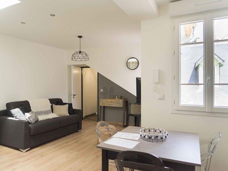Bagnères-de-Bigorre studio neuf ambiance cosy à 2 pas des thermes..., location de vacances à Uzer