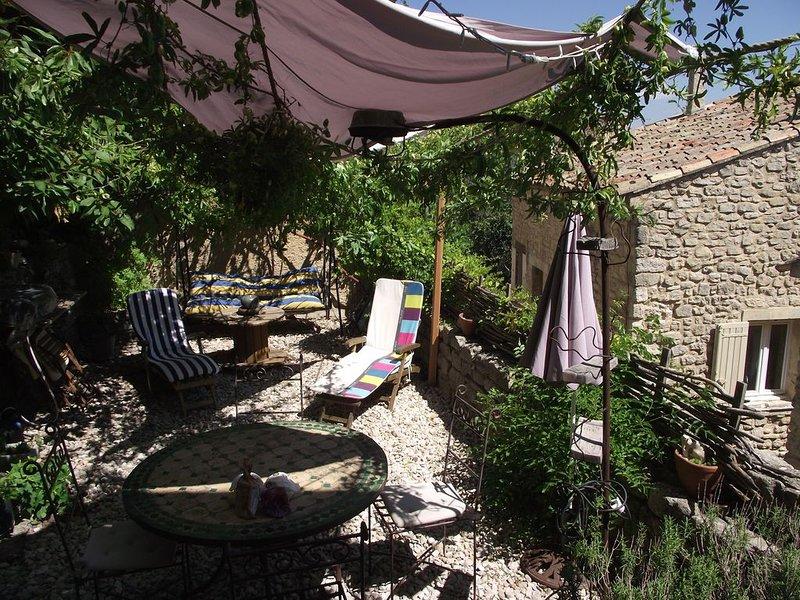 Maison avec jardin dans le village, holiday rental in Castellet