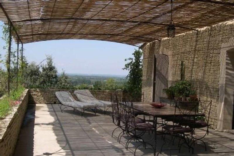 Maison de caractère avec vue et calme exceptionnels, holiday rental in Lagnes