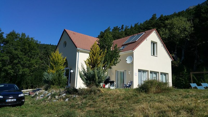 Belle grande  maison de montagne, aluguéis de temporada em La Motte-en-Champsaur