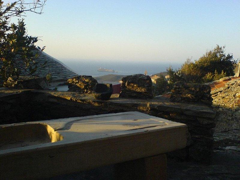 utsikt över ön och Giraglia-fyren från övre terrassen