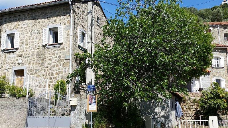 Maison de village entièrement rénovée à Pilà Canale, vacation rental in Petreto-Bicchisano