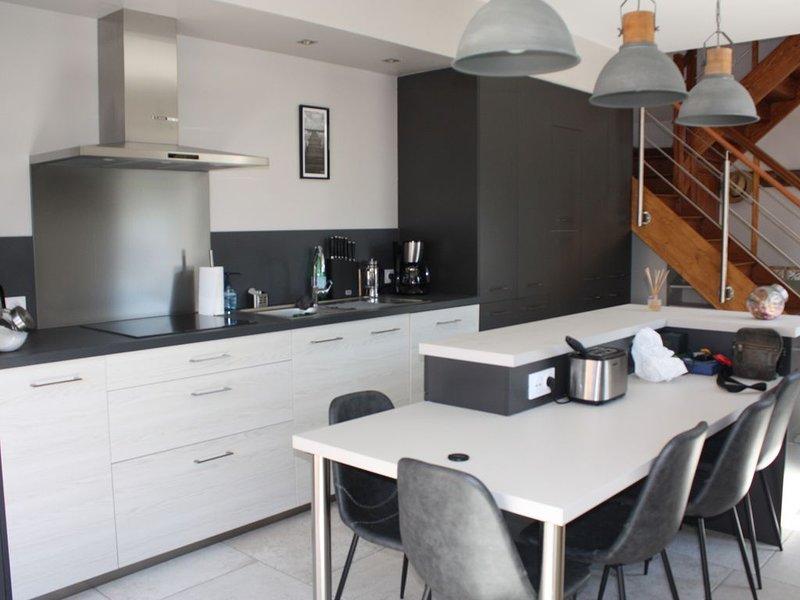 Maison récemment rénovée centre ville, holiday rental in Saint-Germain-des-Vaux