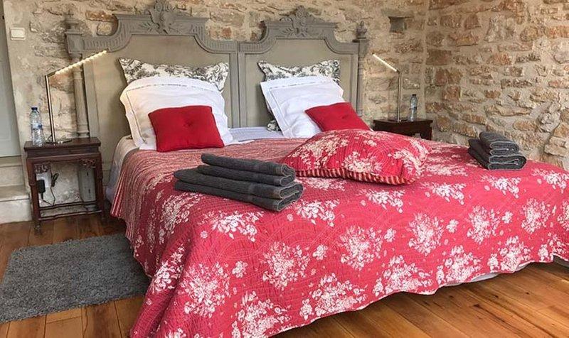 Chambre d'hotes La Nucérienne - suite spacieuse, aluguéis de temporada em Vermenton